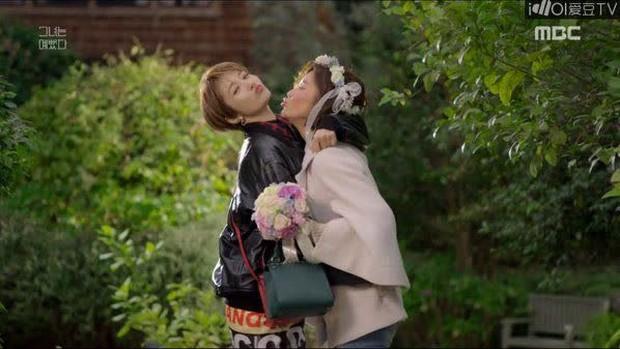 """6 màn """"vịt hoá thiên nga"""" ngoạn mục ở phim Hàn: IU, Moon Ga Young chưa sốc bằng ác nữ Penthouse - Ảnh 29."""