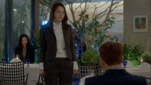 """6 màn """"vịt hoá thiên nga"""" ngoạn mục ở phim Hàn: IU, Moon Ga Young chưa sốc bằng ác nữ Penthouse - Ảnh 12."""