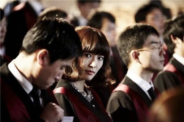 """6 màn """"vịt hoá thiên nga"""" ngoạn mục ở phim Hàn: IU, Moon Ga Young chưa sốc bằng ác nữ Penthouse - Ảnh 9."""