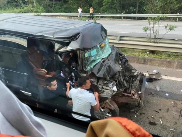Phú Thọ: Xe khách 16 chỗ va chạm kinh hoàng với xe đầu kéo, 8 người nhập viện cấp cứu - Ảnh 1.