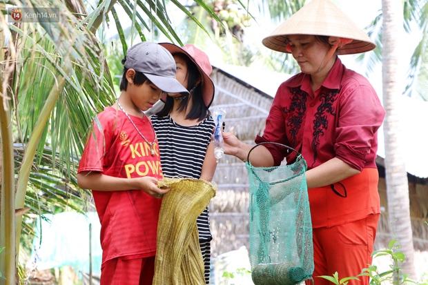 3 đứa trẻ không cha, đói ăn bên người mẹ bệnh tật: Con đi lượm ve chai, vỏ dừa khô để phụ mẹ nuôi em - Ảnh 6.