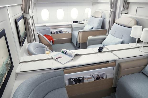 Khoang hạng nhất của Singapore Airlines, Emirates xa xỉ cỡ nào? - Ảnh 3.