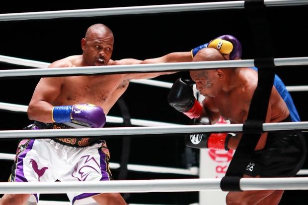Mike Tyson tái xuất ấn tượng ở tuổi 54, hòa trong thế thắng trước nhà cựu vô địch thế giới sau một trận đấu tuyệt vời - Ảnh 2.