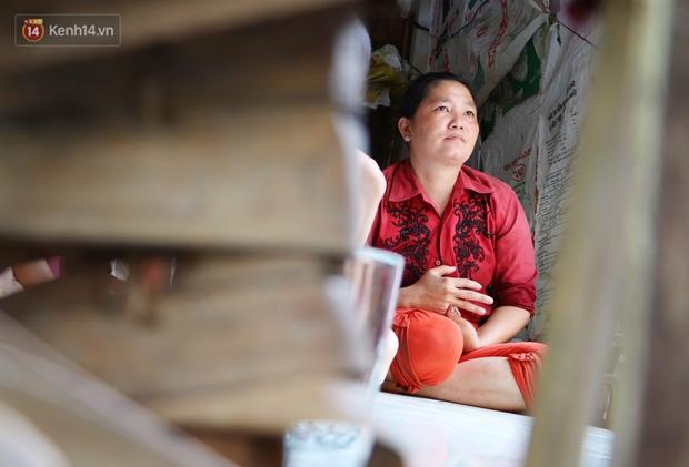 3 đứa trẻ không cha, đói ăn bên người mẹ bệnh tật: Con đi lượm ve chai, vỏ dừa khô để phụ mẹ nuôi em - Ảnh 3.