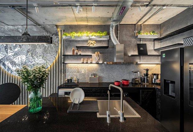 Mạnh tay đập bỏ hết tường và trần nhà, chàng trai Sài Gòn có ngay căn hộ studio cực ấn tượng, không gian mở được tận dụng tối đa - Ảnh 14.