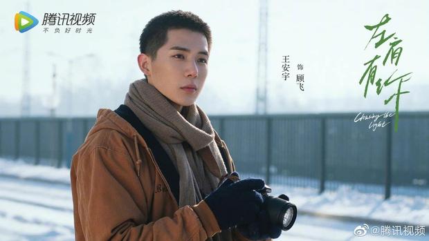 Tát Dã vừa tung tạo hình, Vương An Vũ đã khiến netizen nháo nhào vì nhan sắc cực phẩm thuở còn phèn - Ảnh 1.