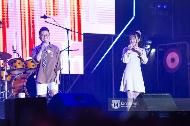 Suboi đi diễn có dàn thí sinh Rap Việt hộ tống còn lên hẳn sân khấu quẩy chung, Hoàng Dũng và Cá Hồi Hoang khuấy đảo đại nhạc hội - Ảnh 5.