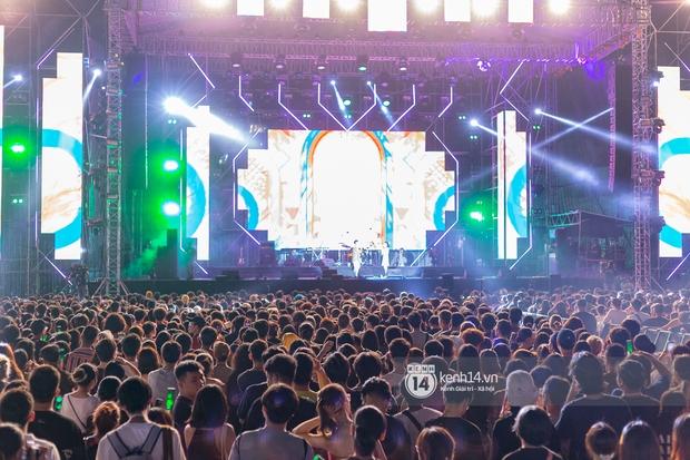 Suboi đi diễn có dàn thí sinh Rap Việt hộ tống còn lên hẳn sân khấu quẩy chung, Hoàng Dũng và Cá Hồi Hoang khuấy đảo đại nhạc hội - Ảnh 1.
