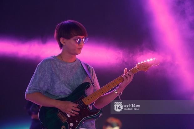 Suboi đi diễn có dàn thí sinh Rap Việt hộ tống còn lên hẳn sân khấu quẩy chung, Hoàng Dũng và Cá Hồi Hoang khuấy đảo đại nhạc hội - Ảnh 12.