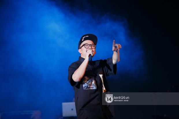 Suboi đi diễn có dàn thí sinh Rap Việt hộ tống còn lên hẳn sân khấu quẩy chung, Hoàng Dũng và Cá Hồi Hoang khuấy đảo đại nhạc hội - Ảnh 14.