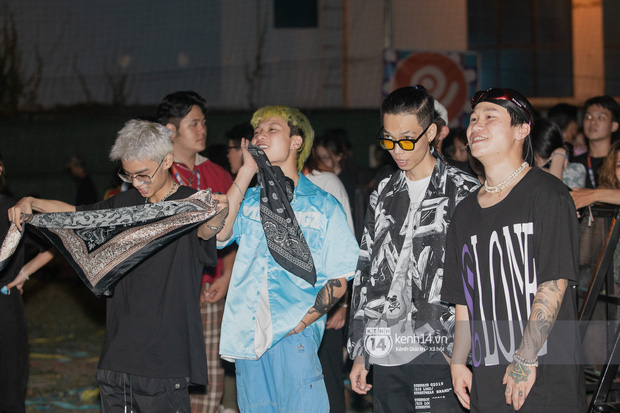 Suboi đi diễn có dàn thí sinh Rap Việt hộ tống còn lên hẳn sân khấu quẩy chung, Hoàng Dũng và Cá Hồi Hoang khuấy đảo đại nhạc hội - Ảnh 24.