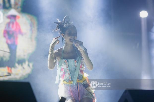 Suboi đi diễn có dàn thí sinh Rap Việt hộ tống còn lên hẳn sân khấu quẩy chung, Hoàng Dũng và Cá Hồi Hoang khuấy đảo đại nhạc hội - Ảnh 18.