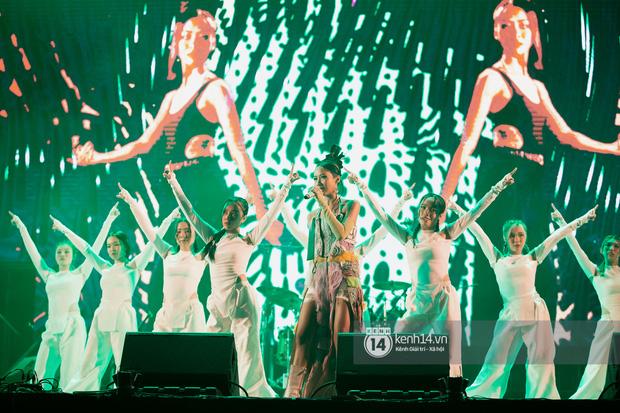 Suboi đi diễn có dàn thí sinh Rap Việt hộ tống còn lên hẳn sân khấu quẩy chung, Hoàng Dũng và Cá Hồi Hoang khuấy đảo đại nhạc hội - Ảnh 23.