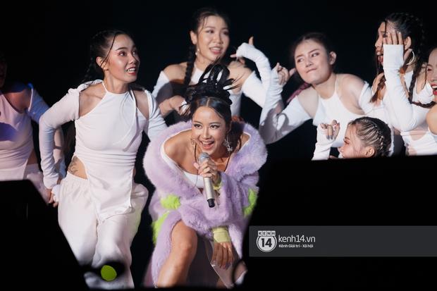 Suboi đi diễn có dàn thí sinh Rap Việt hộ tống còn lên hẳn sân khấu quẩy chung, Hoàng Dũng và Cá Hồi Hoang khuấy đảo đại nhạc hội - Ảnh 19.