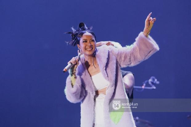 Suboi đi diễn có dàn thí sinh Rap Việt hộ tống còn lên hẳn sân khấu quẩy chung, Hoàng Dũng và Cá Hồi Hoang khuấy đảo đại nhạc hội - Ảnh 21.