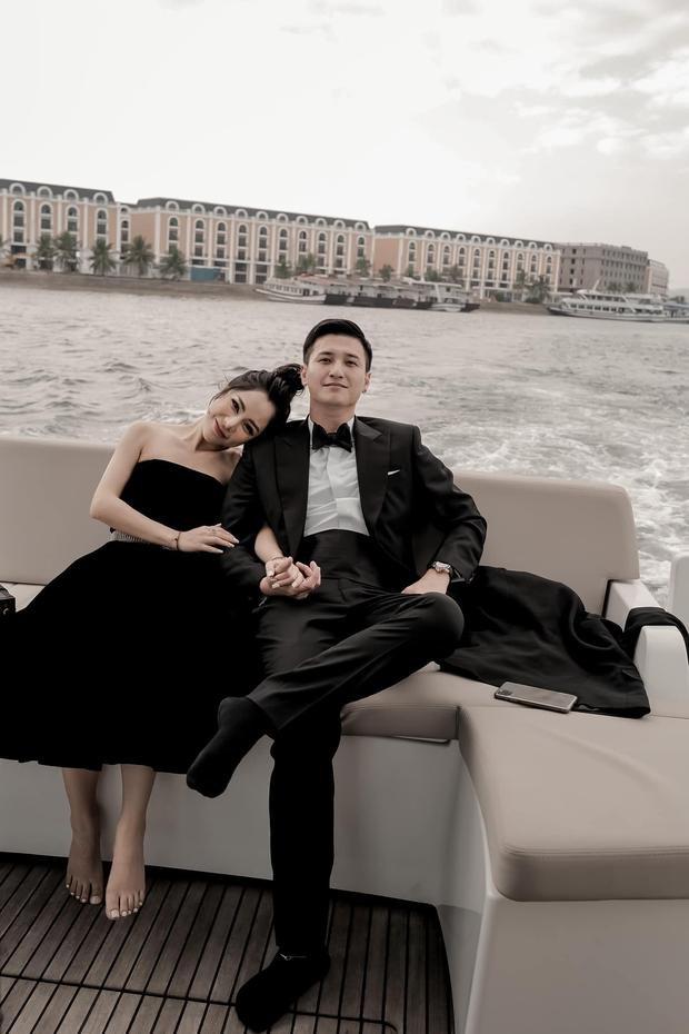 Huỳnh Anh công khai ảnh ôm ấp bạn gái MC VTV, viết hẳn status giới thiệu người ấy là ai và hé lộ vai trò đặc biệt khác của nàng - Ảnh 4.