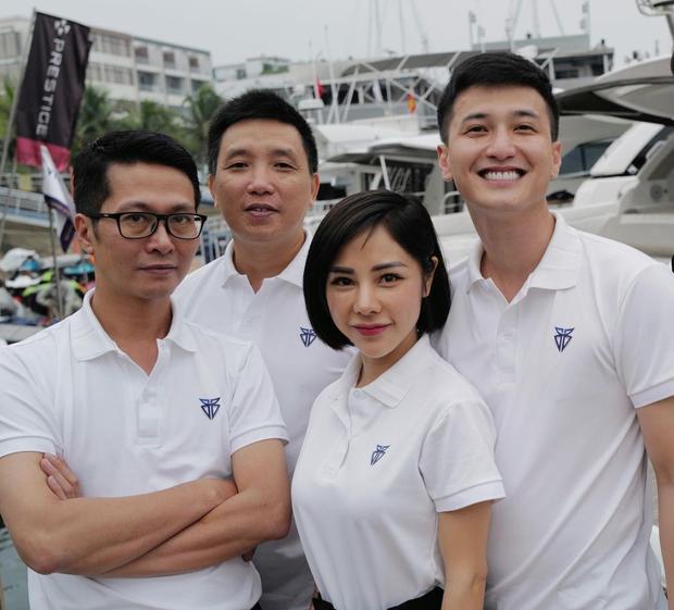 Huỳnh Anh công khai ảnh ôm ấp bạn gái MC VTV, viết hẳn status giới thiệu người ấy là ai và hé lộ vai trò đặc biệt khác của nàng - Ảnh 5.