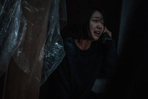 The Call: Tưởng Park Shin Hye đóng phim bách hợp pha kinh dị hóa ra lầm to, twist khủng nhất lại nằm ở after-credit - Ảnh 7.