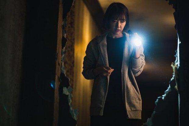 The Call: Tưởng Park Shin Hye đóng phim bách hợp pha kinh dị hóa ra lầm to, twist khủng nhất lại nằm ở after-credit - Ảnh 5.