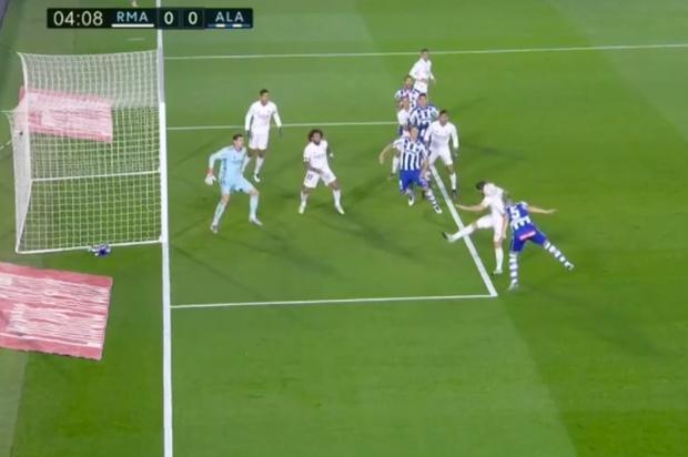Real Madrid bại trận ở La Liga vì sai lầm đáng trách của thủ môn - Ảnh 2.
