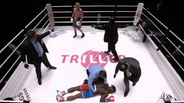 Youtuber 20 triệu subs tung một cú đấm khiến cựu sao bóng rổ ngất lịm ngay trên sàn đấu - Ảnh 2.