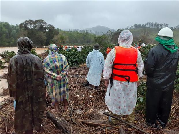 Bốn du khách bị lũ cuốn trôi tại Lâm Đồng, 2 người vẫn đang mất tích - Ảnh 2.