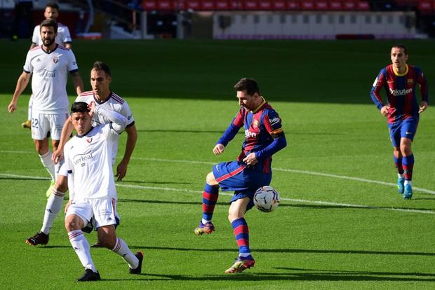 Barca đại thắng 4-0, Messi ghi bàn và mặc chiếc áo tri ân Maradona - Ảnh 2.
