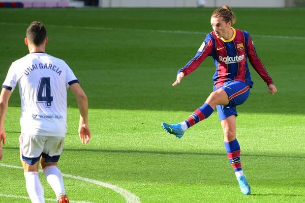 Barca đại thắng 4-0, Messi ghi bàn và mặc chiếc áo tri ân Maradona - Ảnh 6.