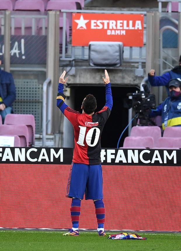 Barca đại thắng 4-0, Messi ghi bàn và mặc chiếc áo tri ân Maradona - Ảnh 9.