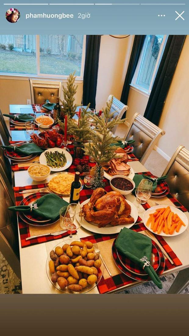 Choáng với bàn tiệc mừng lễ Tạ Ơn của Phạm Hương trong biệt thự ở Mỹ: Nhìn đồ ăn và bày trí thịnh soạn chẳng khác gì nhà hàng! - Ảnh 3.