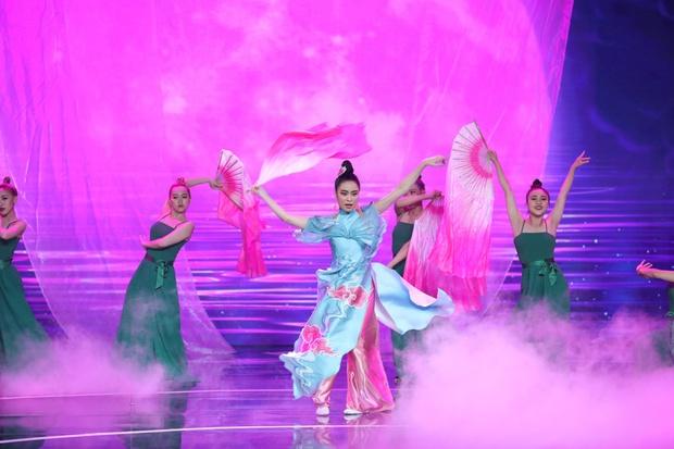 Hoàng Thùy Linh: 10 năm ngóng chờ khoảnh khắc lên sân khấu nhận giải thưởng, đến khi sẵn sàng thì kiệt sức - Ảnh 9.