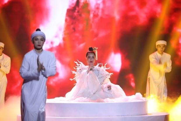 Hoàng Thùy Linh: 10 năm ngóng chờ khoảnh khắc lên sân khấu nhận giải thưởng, đến khi sẵn sàng thì kiệt sức - Ảnh 7.