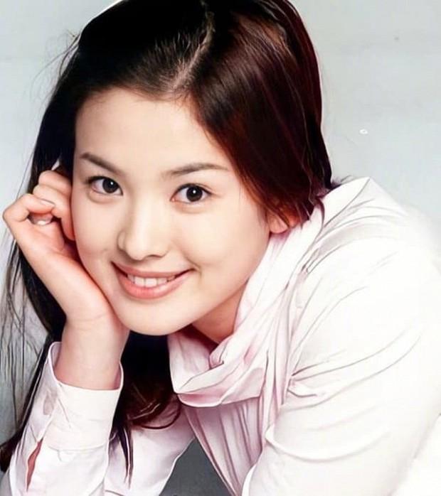 Ảnh cũ từ 20 năm trước của Song Hye Kyo bỗng hot lại: Lý do được tôn làm quốc bảo nhan sắc Kbiz là đây? - Ảnh 2.