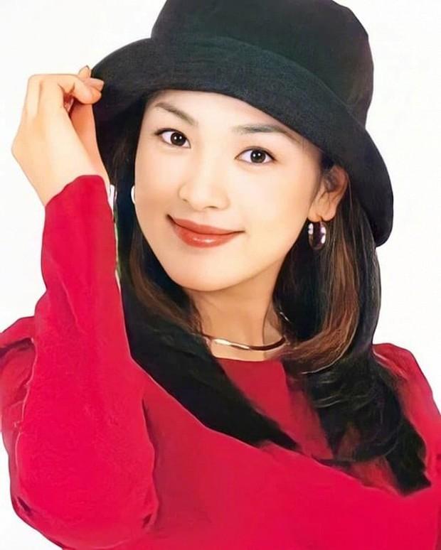 Ảnh cũ từ 20 năm trước của Song Hye Kyo bỗng hot lại: Lý do được tôn làm quốc bảo nhan sắc Kbiz là đây? - Ảnh 4.