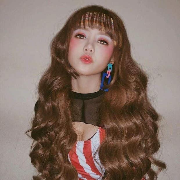 Tập tành làm streamer, hotgirl kẹo ngọt Đài Loan lập kỷ lục khủng chỉ sau một buổi livestream - Ảnh 10.