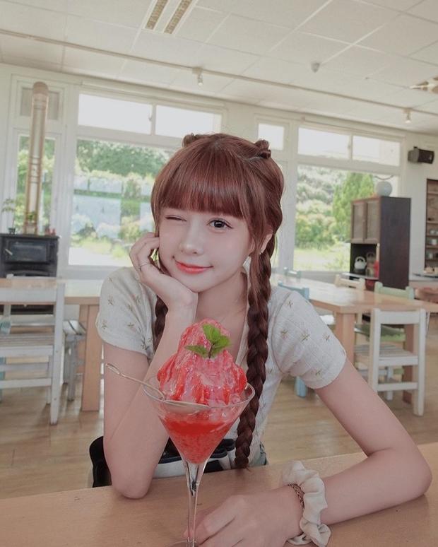 Tập tành làm streamer, hotgirl kẹo ngọt Đài Loan lập kỷ lục khủng chỉ sau một buổi livestream - Ảnh 2.