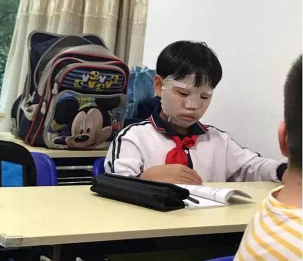 Hỏi: Em không ăn được gì vào bữa sáng?, cậu nhóc trả lời 4 từ nhưng khiến mẹ khóc nức nở, còn cô giáo chỉ đòi bỏ dạy - Ảnh 1.