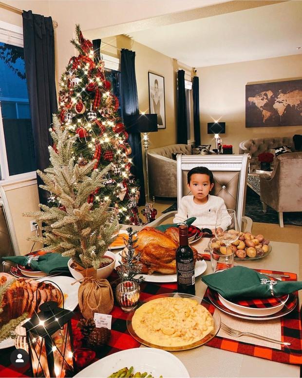Dàn sao Vbiz rộn ràng đón lễ Tạ ơn - Giáng sinh, choáng nhất Ngọc Trinh, Phạm Hương và Lã Thanh Huyền trang hoàng nhà lồng lộn - Ảnh 2.