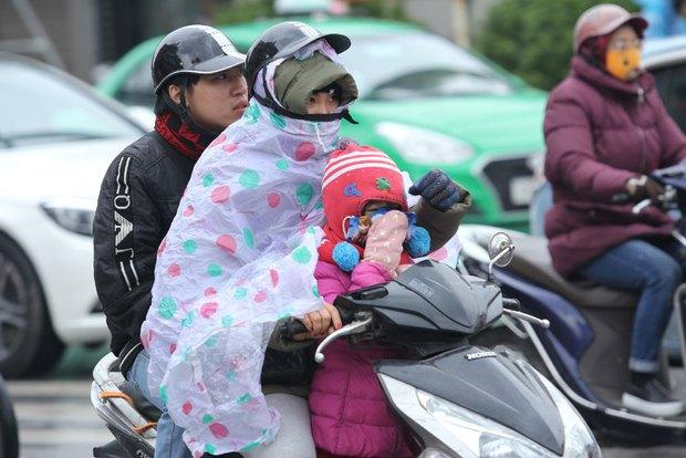 """Gió lạnh đã tới thăm Hà Nội, trời nắng vàng 15 độ C báo hiệu mùa """"cẩu lương"""" tra tấn tinh thần hội F.A - Ảnh 1."""