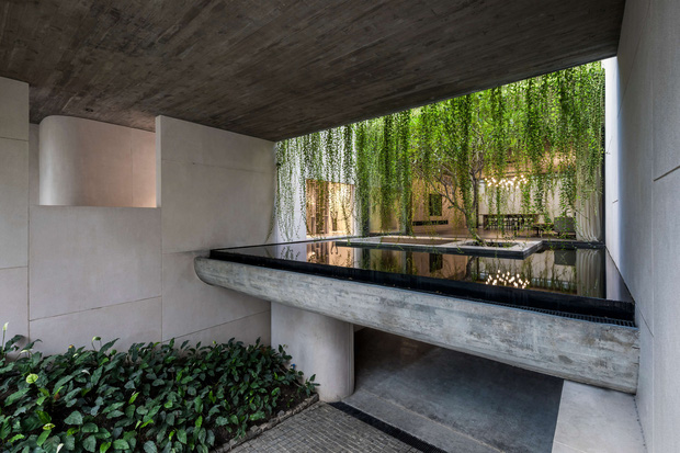 Mất 4 năm hoàn thiện, căn villa ở Sài Gòn xanh mướt như một khu rừng nhỏ, đi vào bên trong càng mê - Ảnh 22.