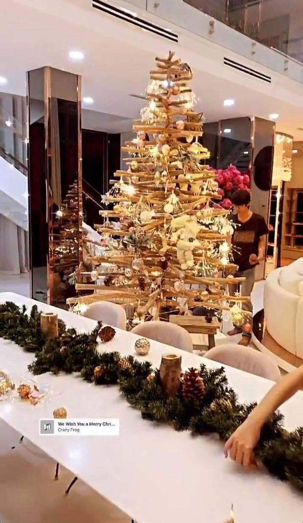 Dàn sao Vbiz rộn ràng đón lễ Tạ ơn - Giáng sinh, choáng nhất Ngọc Trinh, Phạm Hương và Lã Thanh Huyền trang hoàng nhà lồng lộn - Ảnh 9.