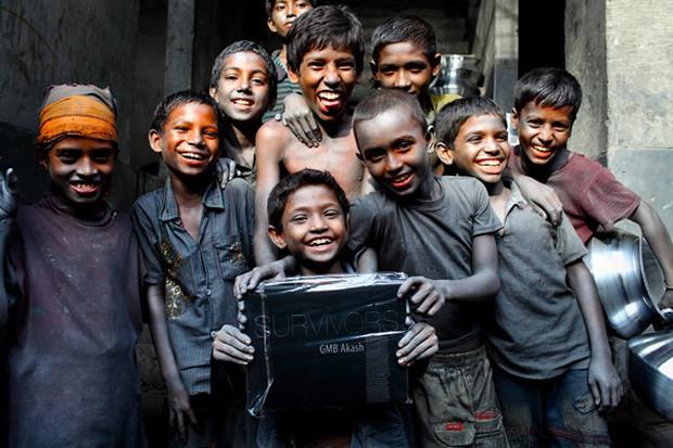 Chùm ảnh trẻ em nghèo trước và sau khi được giúp đỡ để có cơ hội đến trường đi học như bạn bè đồng trang lứa gây xúc động mạnh - Ảnh 2.