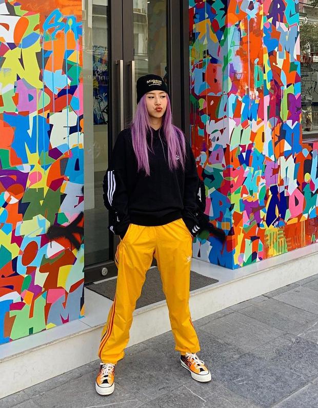 """Instagram look của sao Việt tuần qua: Chi Pu """"quẩy"""" skinny jeans ít ai mặc, Quỳnh Kool cố tình diện đồ lộ dây áo - Ảnh 2."""