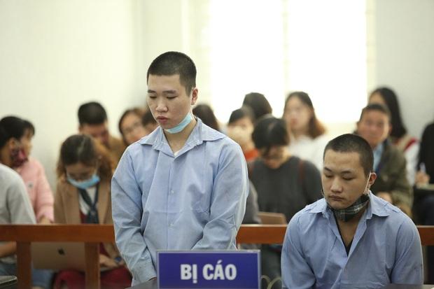 Tổng mức án 40 năm tù cho 2 bị cáo đâm tài xế Grab cướp tài sản và nỗi đau tột cùng của người mẹ trước tòa - Ảnh 4.