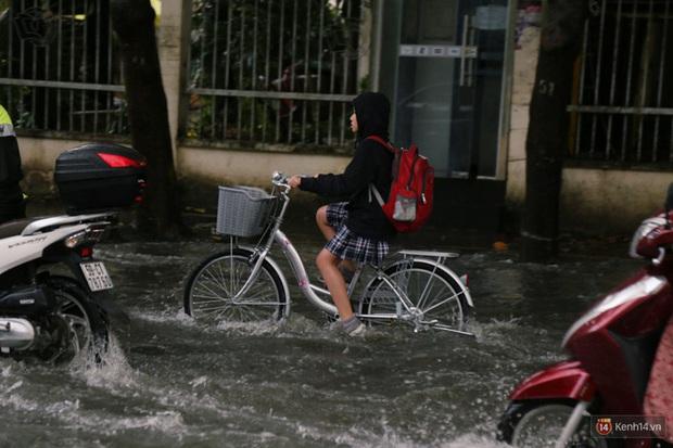 Khánh Hoà cho học sinh nghỉ học vì mưa lũ - Ảnh 1.