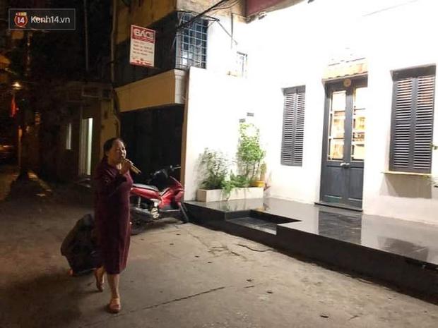 Ảnh: Cận cảnh khu vực phong tỏa nơi phát hiện và di dời thành công quả bom 340kg ở Hà Nội, người dân đã sơ tán trong đêm - Ảnh 12.