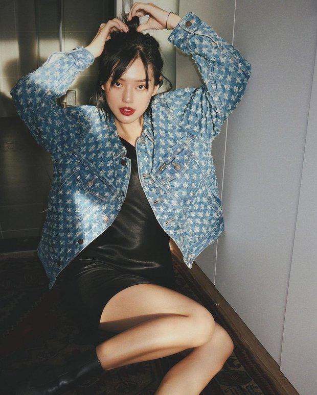 """Instagram look của sao Việt tuần qua: Chi Pu """"quẩy"""" skinny jeans ít ai mặc, Quỳnh Kool cố tình diện đồ lộ dây áo - Ảnh 9."""