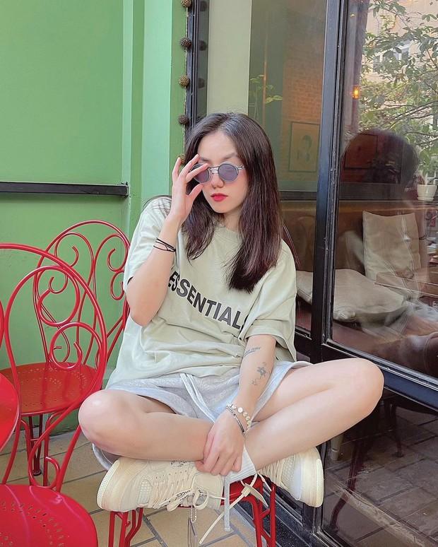 """Instagram look của sao Việt tuần qua: Chi Pu """"quẩy"""" skinny jeans ít ai mặc, Quỳnh Kool cố tình diện đồ lộ dây áo - Ảnh 5."""