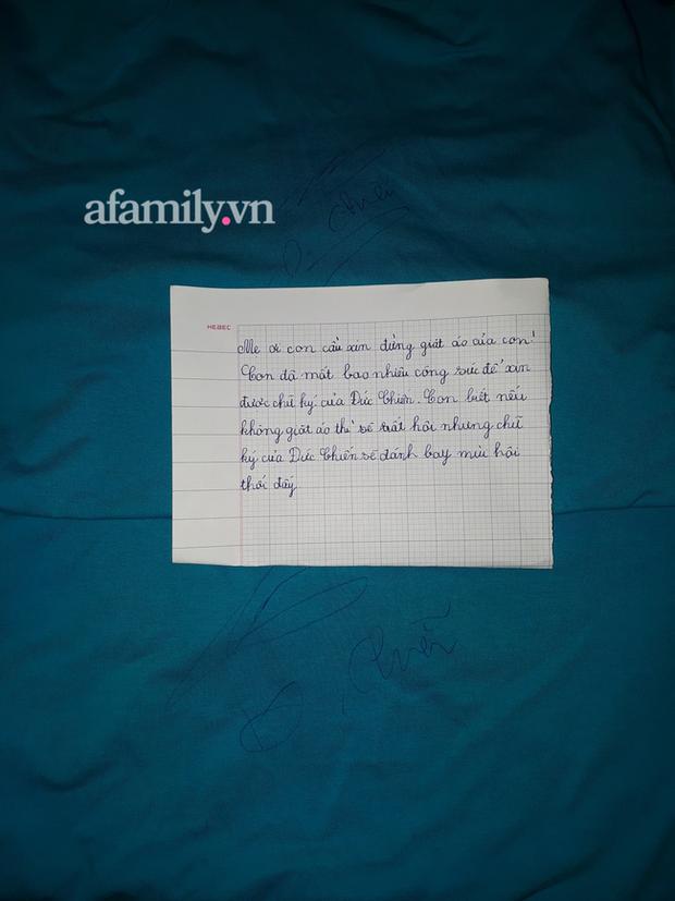 Cậu bé xin được chữ ký của cầu thủ U22 Việt Nam, sợ mẹ giặt áo bay mất chữ nên viết bức tâm thư mùi mẫn, cả nhà đọc xong cười xỉu - Ảnh 2.