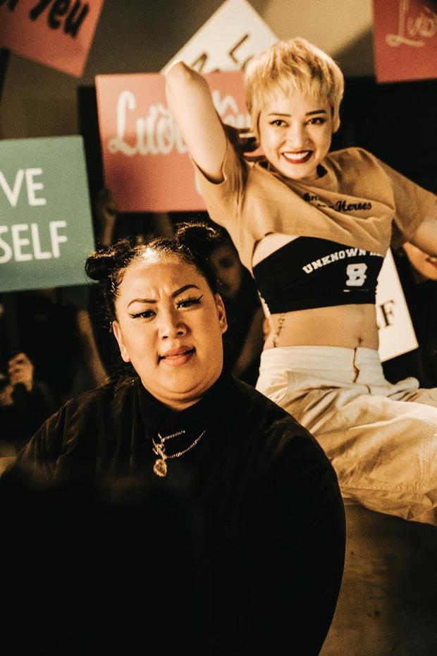 Dân mạng đồng loạt chia sẻ lại thông điệp tích cực trong MV Tự Tin của rapper gốc Việt Brittanya Karma - Ảnh 12.
